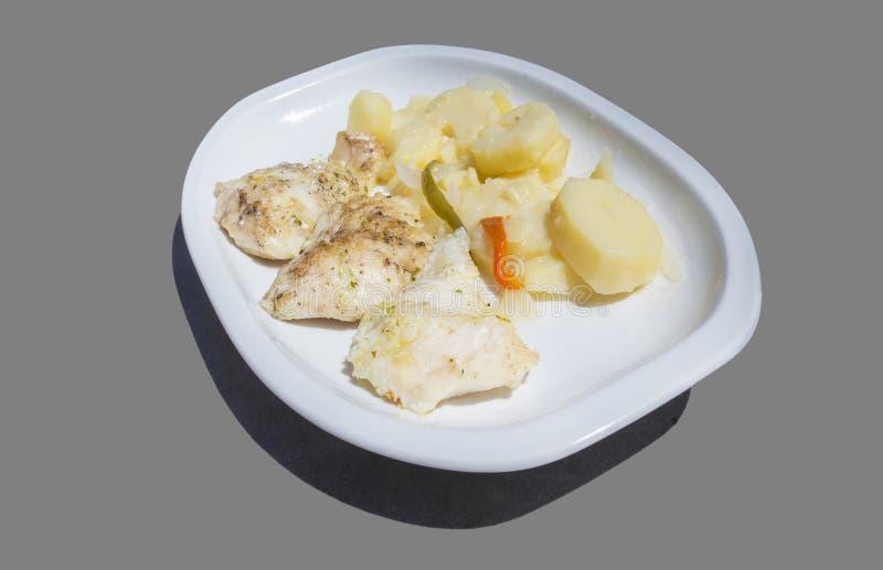 Geroosterde stokvissen met gekookte aardappels op plaat stock afbeeldingen