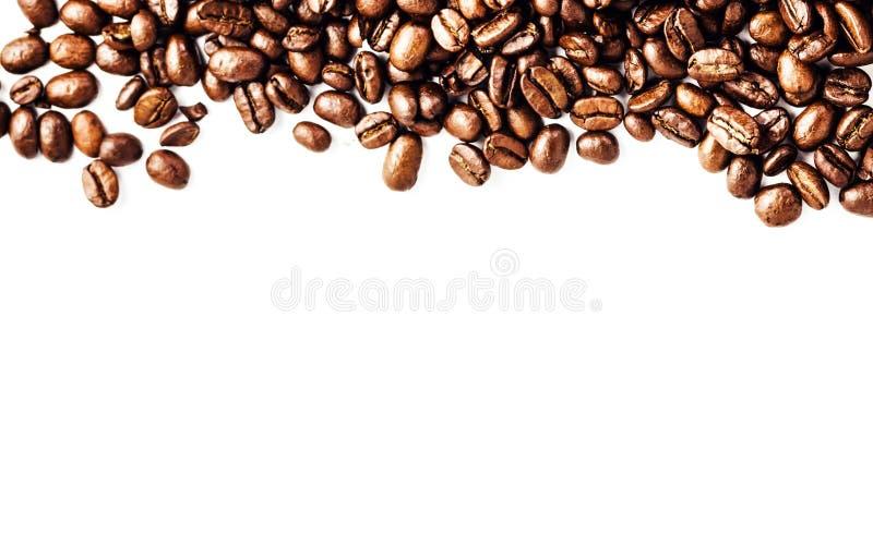 Geroosterde van Koffiebonen textuur als achtergrond die op witte backgr wordt geïsoleerd royalty-vrije stock afbeelding