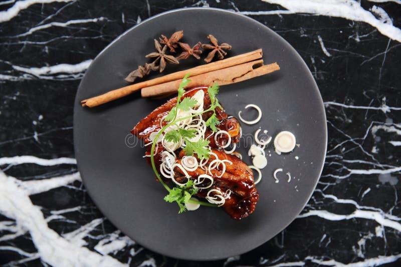 Geroosterde varkensvleesbuik met Chinese Kruiden royalty-vrije stock fotografie