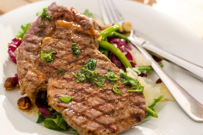 Geroosterde vlees en salade royalty-vrije stock fotografie