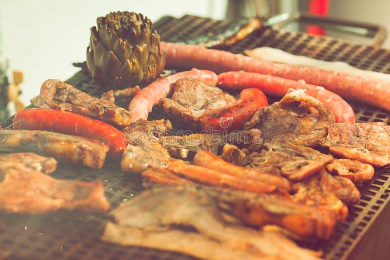 Geroosterde vlees en worst stock foto's