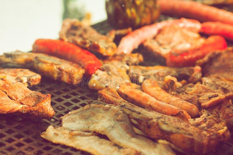 Geroosterde vlees en worst stock fotografie