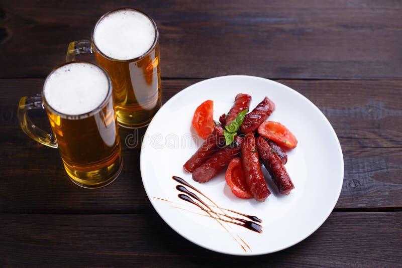 Geroosterde geroosterde worsten, populaire biersnack royalty-vrije stock afbeelding