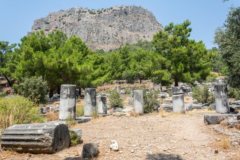 Geruïneerd Agora bij de oude stad van Priene in Turkije stock fotografie