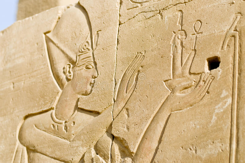 Geruïneerde muurhulp van Pharoah, Karnak, Egypte. stock foto's