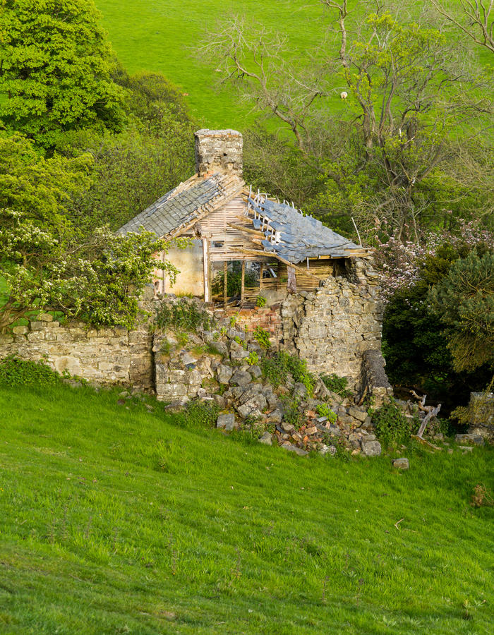Geruïneerde oude boerderij in Wales stock fotografie