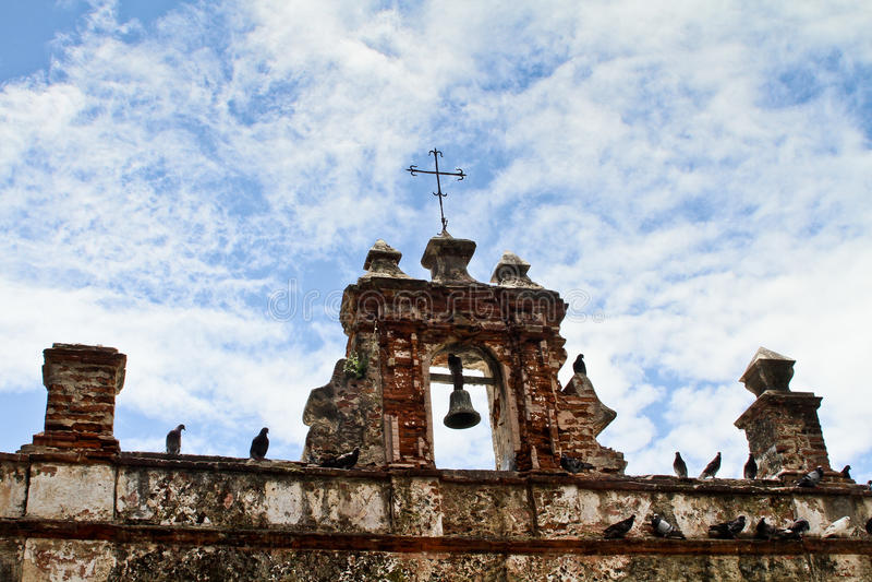 Geruïneerde Spaanse stijlkerk royalty-vrije stock foto