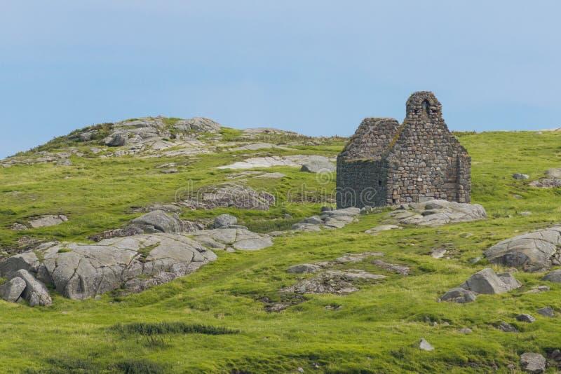 Geruïneerde steenkerk. Het eiland van Dalkey. Ierland royalty-vrije stock foto's