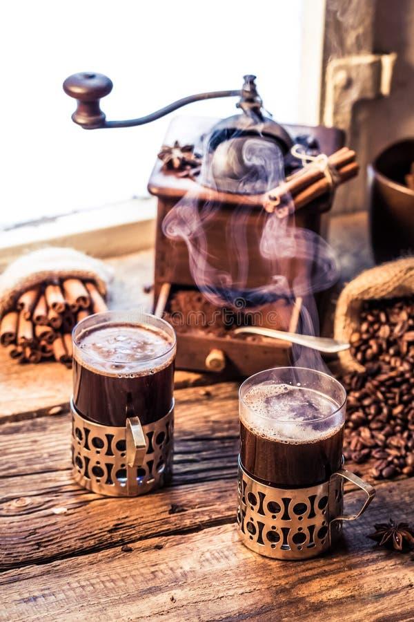 Geruch des frisch gebrauten Kaffees lizenzfreies stockbild