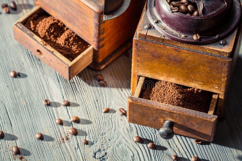 Geruch des frisch gemahlenen Kaffees stockbild