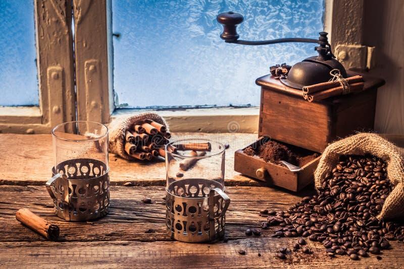 Geruch des frisch grinded Kaffees lizenzfreie stockfotografie
