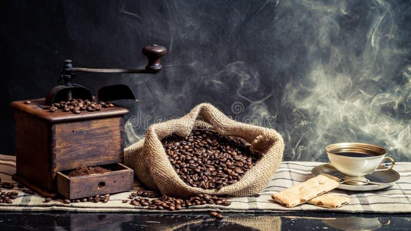 Geruch des Weinlesebrauenkaffees stockfoto