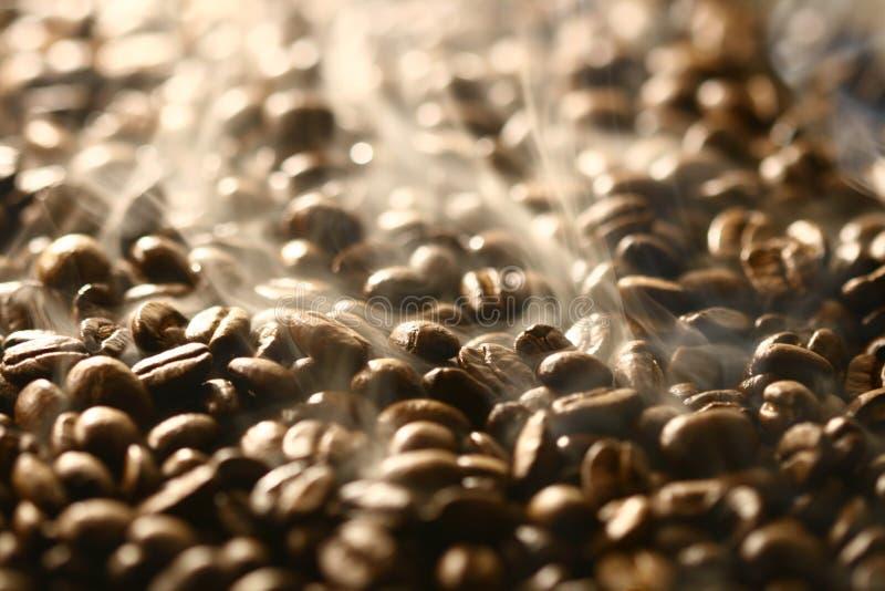 Geruche der Kaffeebohnen lizenzfreie stockbilder