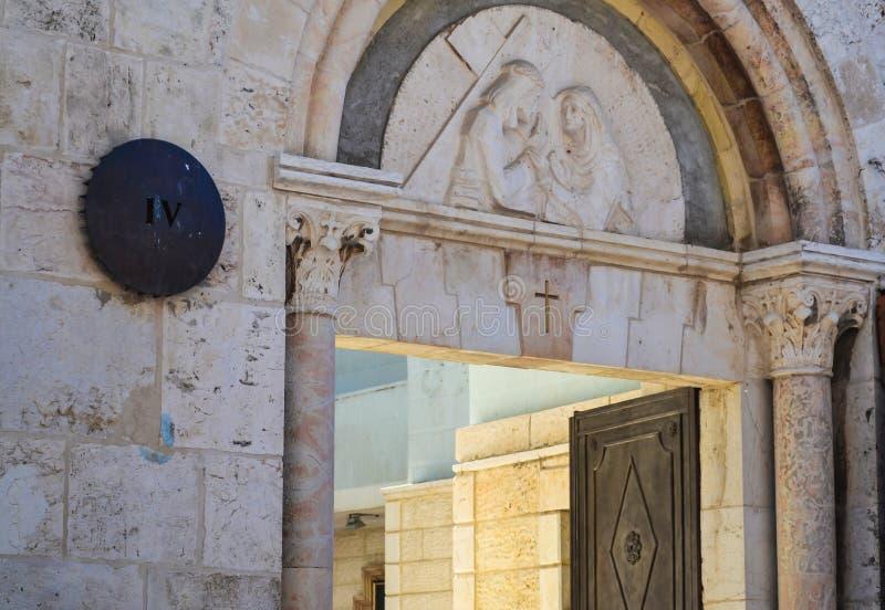 Gerusalemme è una vecchia città Via il delarosa Il bassorilievo sopra l'entrata alla stanza fotografia stock