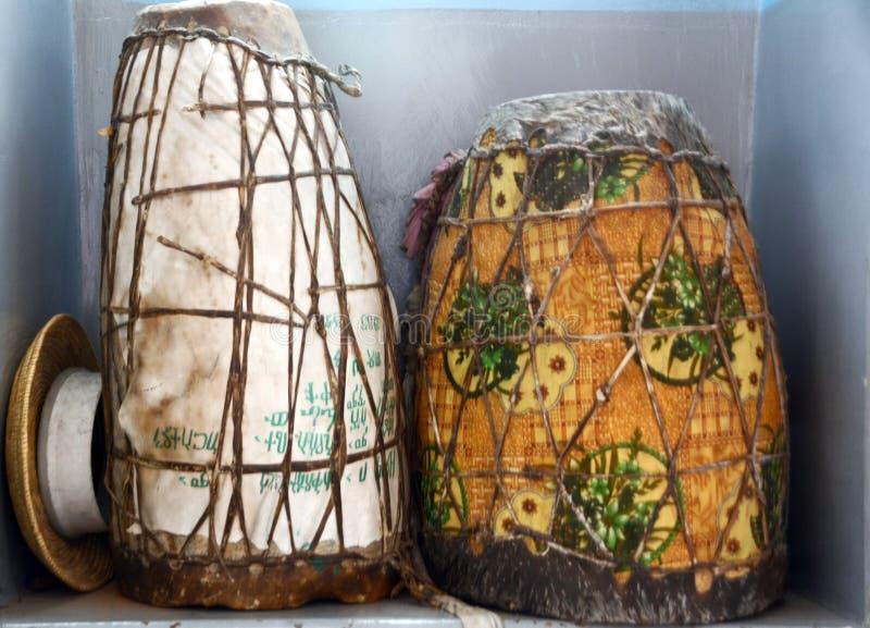 Gerusalemme, Israele, il 15 giugno 2017, due tamburi cerimoniali utilizzati in re fotografie stock