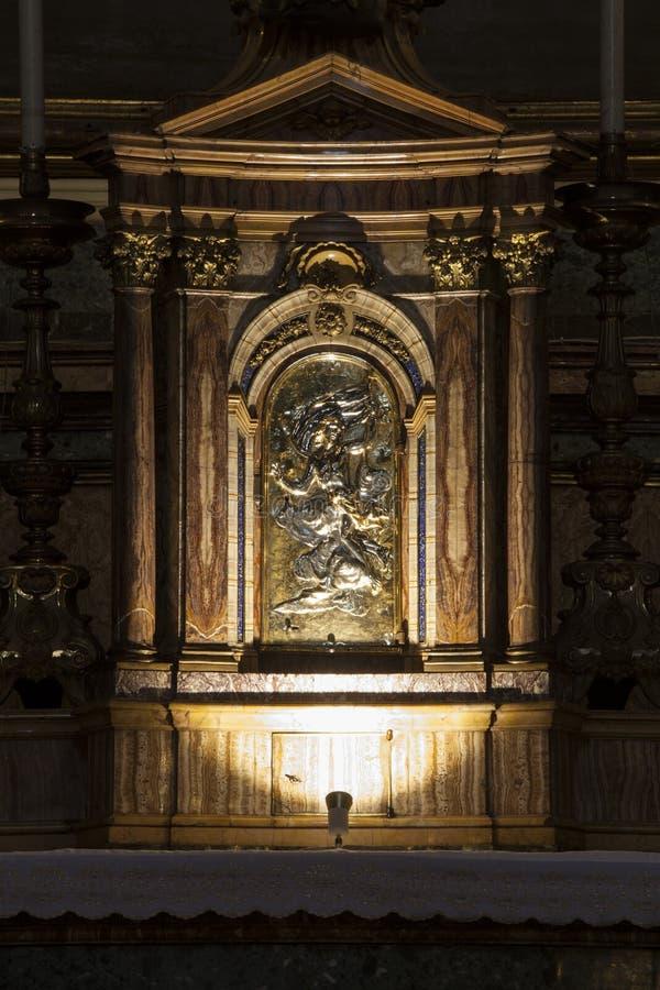 Gesà ¹ e Maria Church, Jesus och Mary Tabernakelaltare italy rome arkivfoton