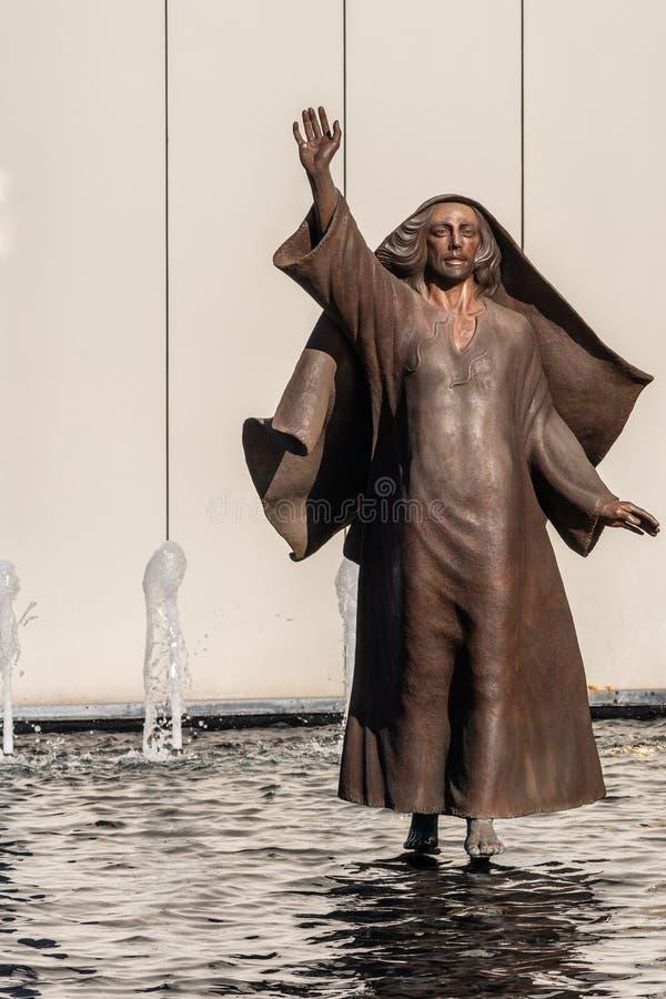 Gesù cammina sull'acqua alla cattedrale di Cristo nel boschetto del giardino, la California fotografia stock libera da diritti