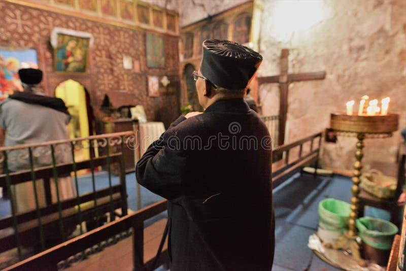 GESÙ CRISTO ETIOPICO DI CULTO DEI PELLEGRINI A GERUSALEMME DURANTE IL NATALE immagine stock libera da diritti