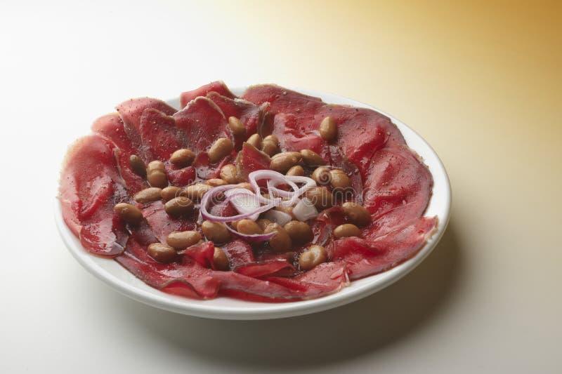 Gesalzenes Fleisch mit Bohnen stockfotos