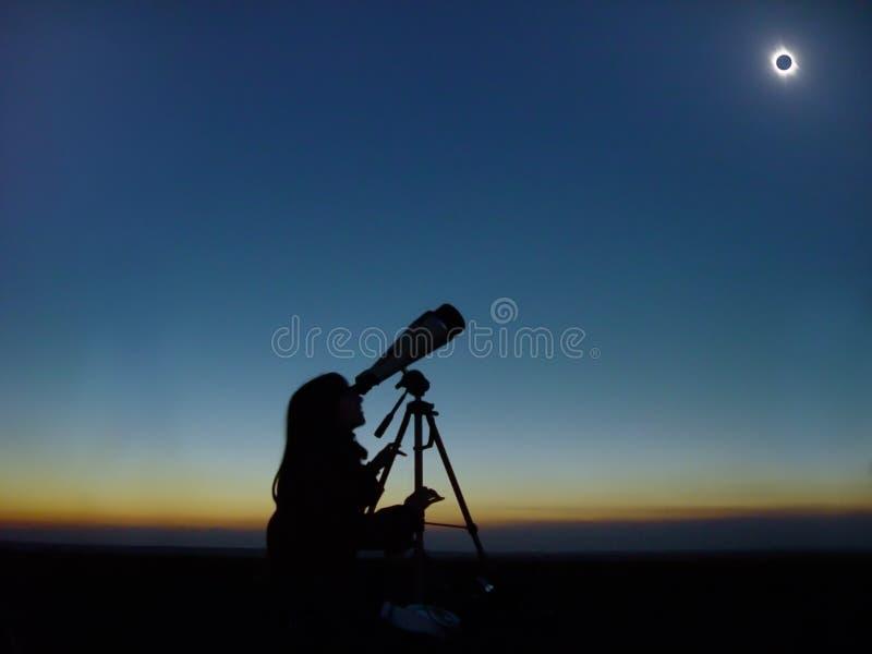 Gesamtsolareklipsebeobachtung. stockfotografie