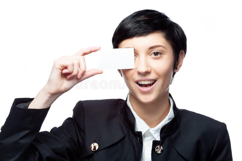 Geschäftsfrau mit leerer Werbungsfahne auf Weiß lizenzfreie stockfotos