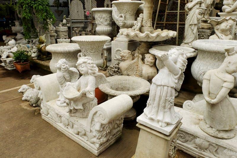 Geschäft über Stuckspeichershop für dekorative Haus und die Gartenarbeit lizenzfreies stockfoto