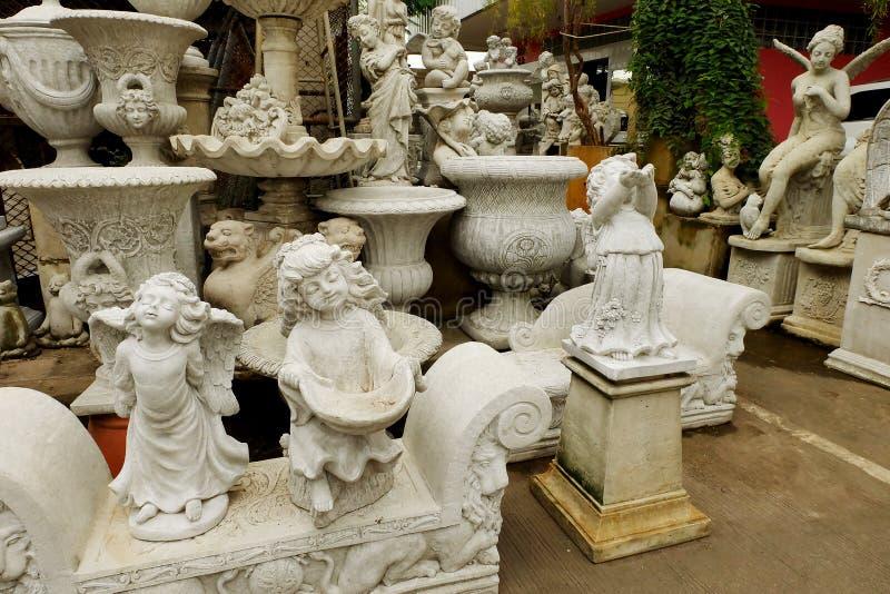 Geschäft über Stuckspeichershop für dekorative Haus und die Gartenarbeit stockfotografie