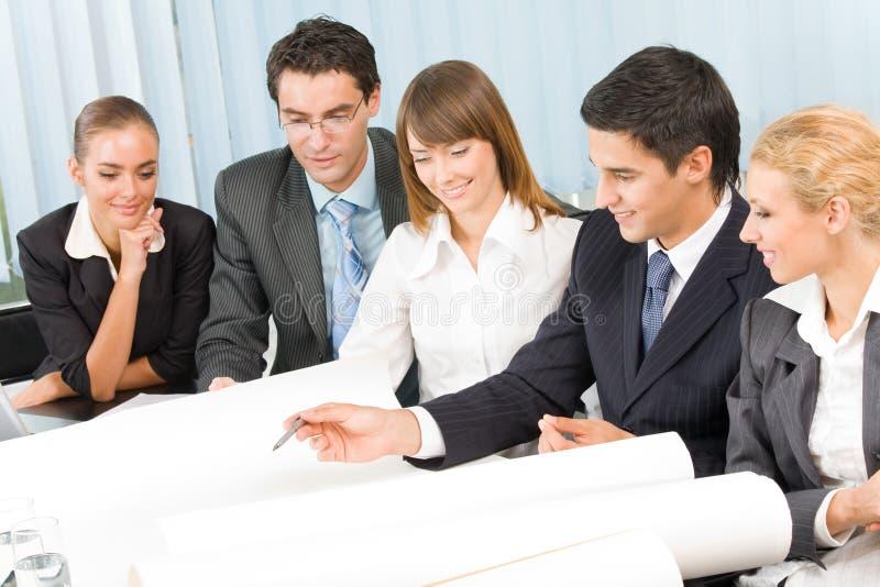 Geschäft-Team, das zusammenarbeitet stockfoto