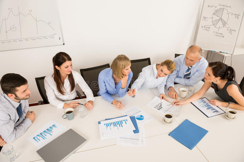 Geschäft Team Discussing In Meeting lizenzfreie stockfotos