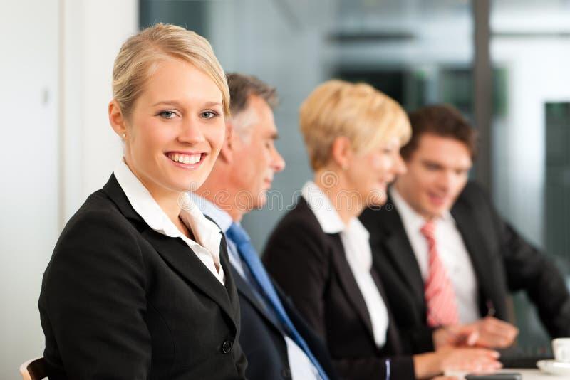 Geschäft - Team im Büro lizenzfreie stockfotografie