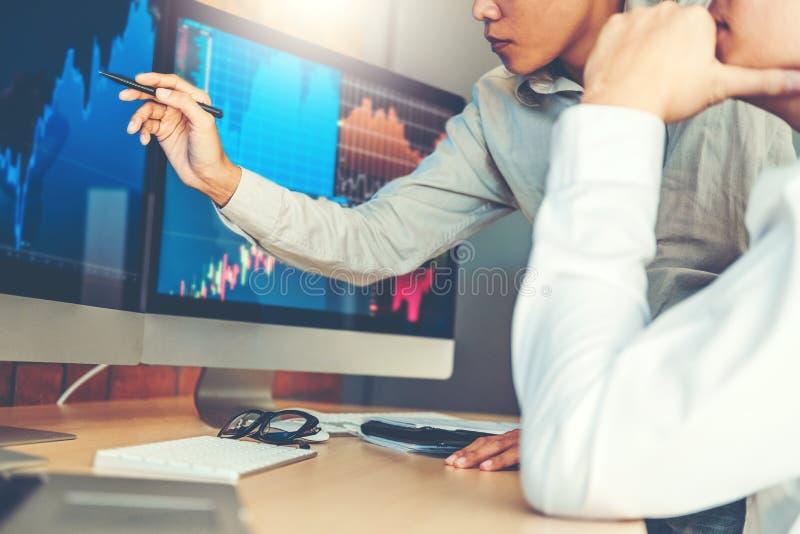 Geschäft Team Investment Entrepreneur Trading Diskussion und Börsehandel des Analysediagramms, Aktienkurvekonzept lizenzfreie stockfotografie