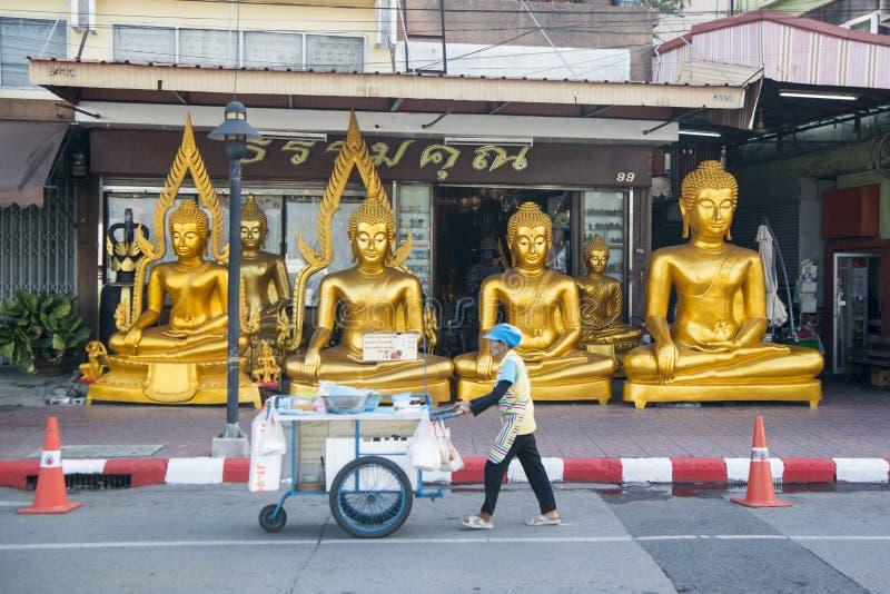 GESCHÄFT THAILANDS BANGKOK BANGLAMPHU BUDDHA stockfoto