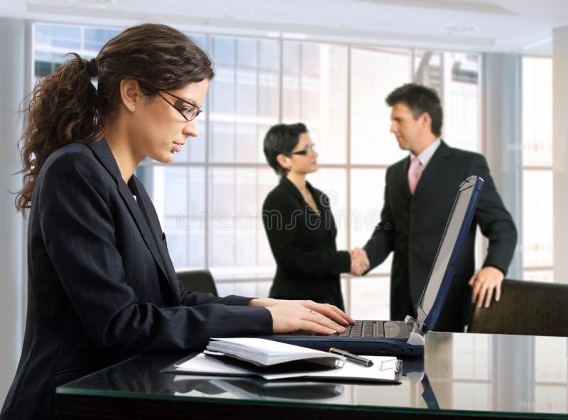 Geschäfts-Abkommen stockbild