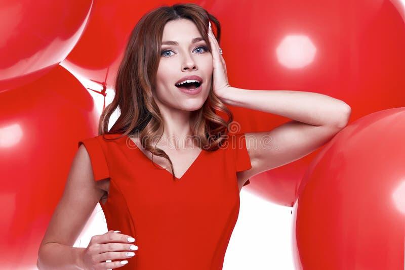 Geschäfts-Artkleid der schönen sexy Brunettefrau dünnes stockfoto