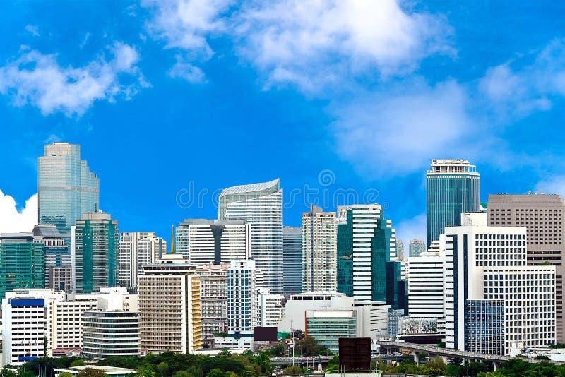 Download Geschäfts-Stadt Mit Blauem Himmel Stock Abbildung - Illustration von leuchte, muster: 27732069