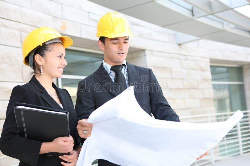 Geschäfts-Team an der Büro-Baustelle lizenzfreie stockfotografie