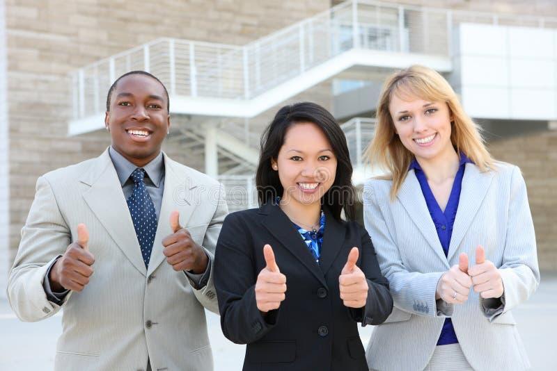 Geschäfts-Team (Fokus auf asiatischer Frau) lizenzfreies stockbild