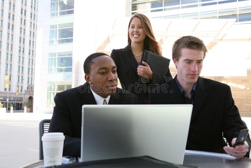 Geschäfts-Team (Fokus auf Frau) lizenzfreies stockbild