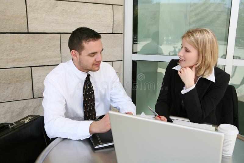 Geschäfts-Team (Fokus auf Frau) lizenzfreie stockfotos