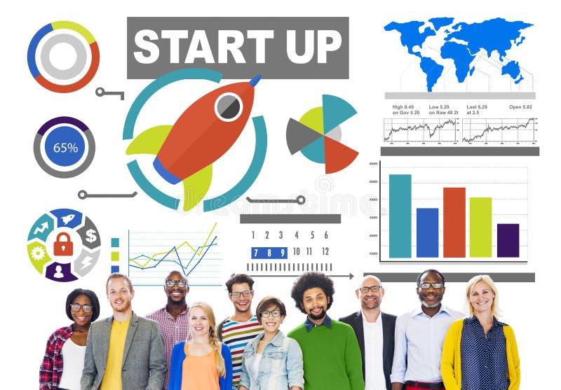 Geschäfts-zufällige Leute beginnen oben Kreativitäts-Teamwork-Konzept stockfotografie