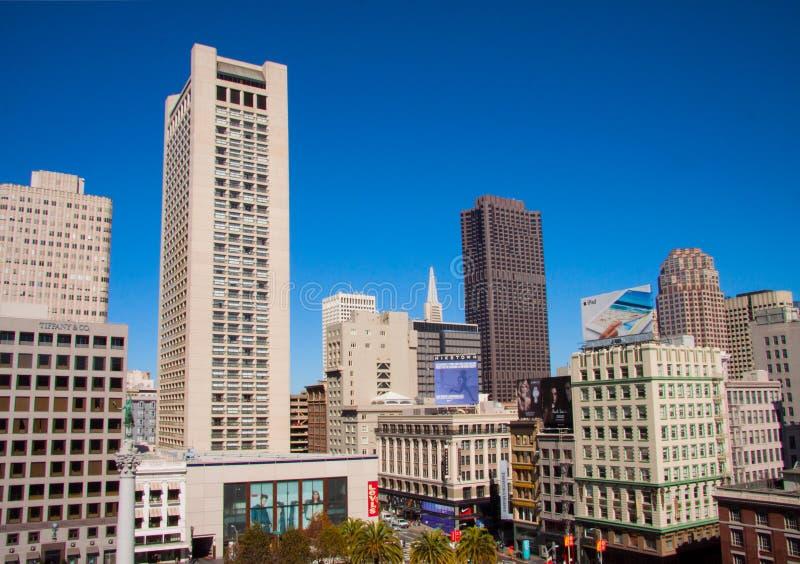 """Geschäftsbürogebäude und -wolkenkratzer bei Union Square in San Francisco-†""""am 8. Oktober 2014 stockfotos"""