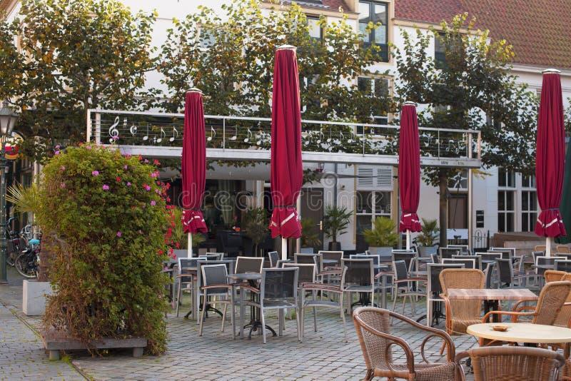 Geschäftscafé auf der Straße von Europa in der alten Stadt Herbst stockbild