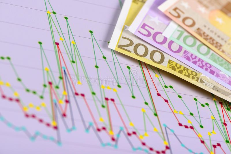 Geschäftsdiagramm mit Daten und Eurobanknoten stockfoto