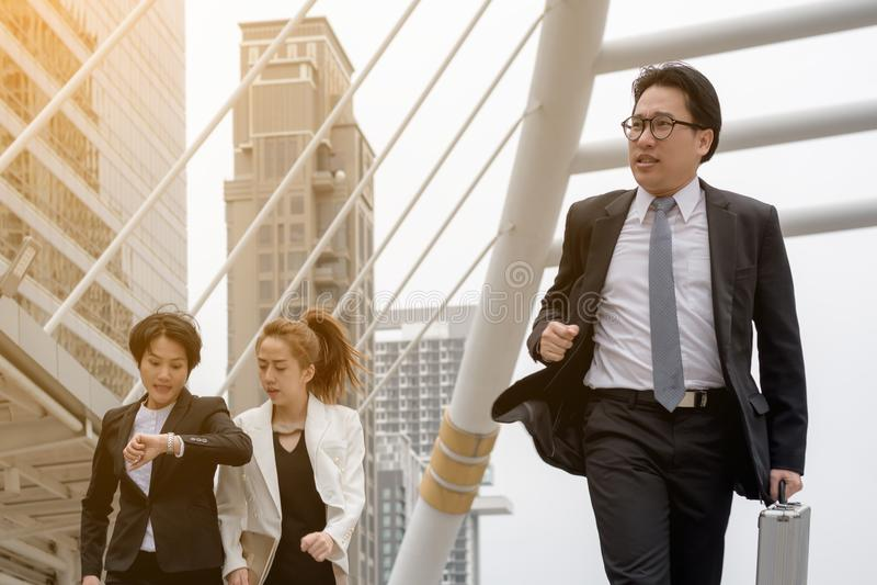GeschäftserfolgKonzept: Geschäftsmann schnelle Laufbewegung stockbild