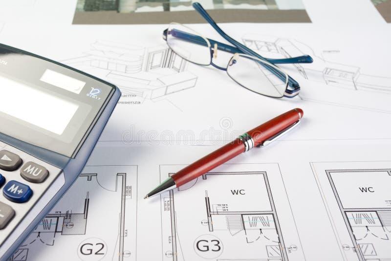 Geschäftsfelder und Architektenzeichnungen lizenzfreie stockbilder