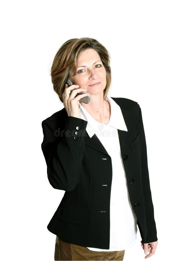 Geschäftsfrau auf Mobiltelefon lizenzfreie stockfotografie
