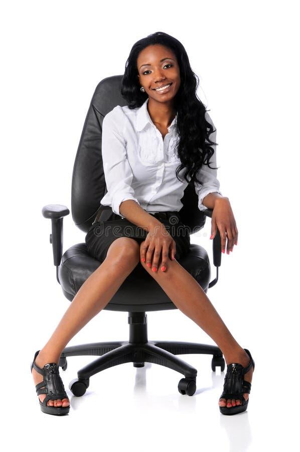 Geschäftsfrau auf Stuhl stockbilder