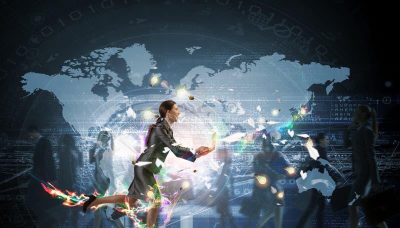 Geschäftsfrau in Bewegung lizenzfreies stockbild