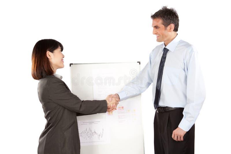Geschäftsfrau-And Businessman Shaking-Hand lizenzfreie stockfotos