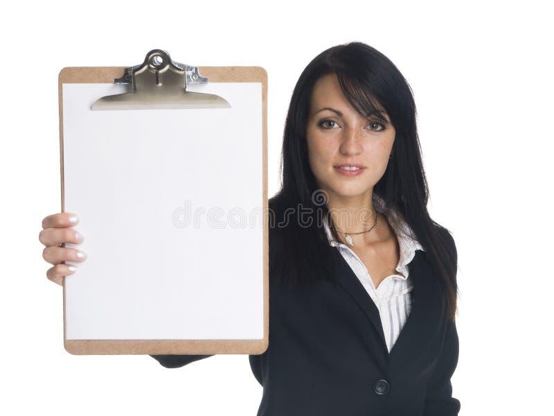 Geschäftsfrau - Darstellen des Klemmbrettes lizenzfreie stockfotos